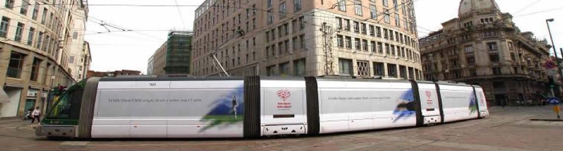 DINAMICA - Una proposta molto valida, in aggiunta o in alternativa alla pubblicità statica, è la pubblicità dinamica su bus o camion vela.
